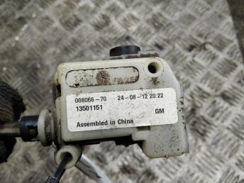Активатор замка крышки бензобака Chevrolet Cruze 13501151