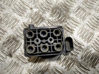 Блок клапанов гидроподвески VAG 7L0698014