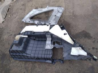 Обшивка багажника правая Honda CR-V 3 84635SWWE02ZA