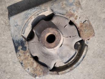 Опора двигателя передняя Toyota Corolla E12 1236121010
