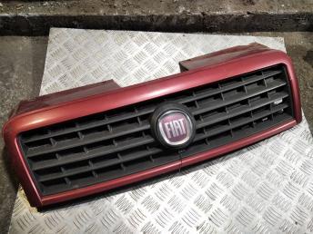 Решетка радиатора Fiat Doblo 735482065