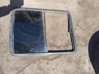 Стекло сдвижной двери правой Fiat Doblo 51820319