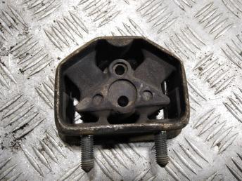 Опора двигателя правая GM 90250348