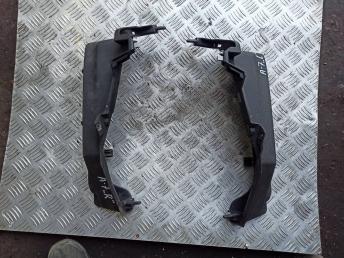 Кронштейн задней полки Skoda Octavia A7