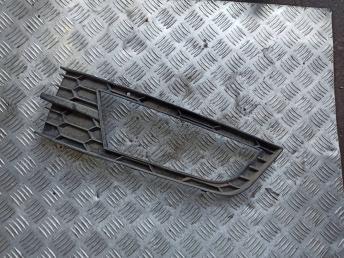 Решетка бампера левая Skoda Octavia A7 5E0807681