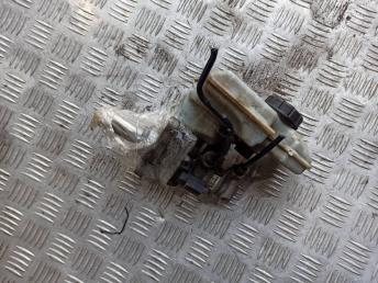 Цилиндр тормозной главный VAG 8V1611021