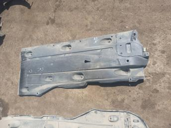 Защита днища правая Skoda Octavia A7 5Q0825202M