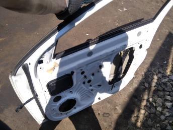 Дверь передняя правая Skoda Octavia A7 5EU831052A