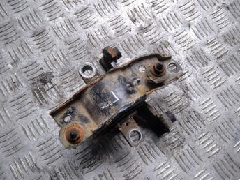 Опора двигателя левая VAG 6Q0199555AT
