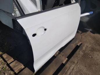 Дверь передняя правая Skoda Rapid 5JA831052B