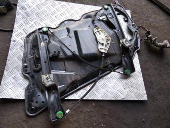 Стеклоподъемник передний левый VW Passat B7 3AA837461B