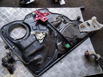 Стеклоподъемник передний правый VW Passat B7 3AA837462B