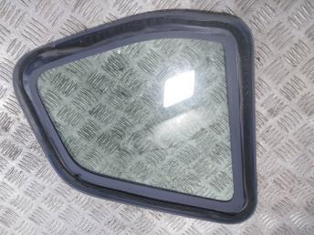 Стекло боковое правое Renault Duster 833068568R