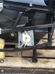 Стеклоподъемник передний левый на Ауди А4 Б5 8D0837397D