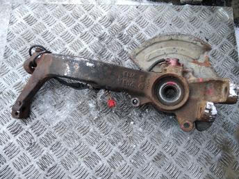 Кулак передний левый VAG 8D0407257AM
