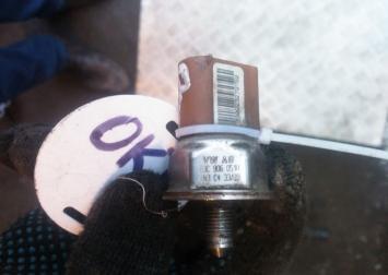 Датчик давления топлива на Шкода Октавия  03C906051H