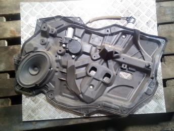 Стеклоподъемник передний правый Mazda 3 BBM458590C