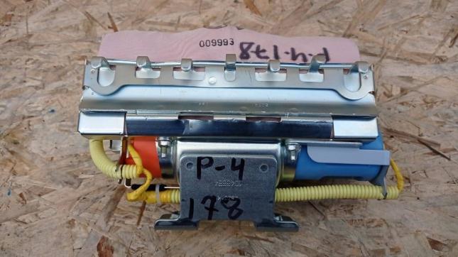 Подушка безопасности Mitsubishi Pajero 4 пассажира 7030A836