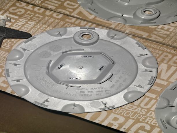 Лада Ларгус колпак диска R15 оригинал 403158990R 403158990R