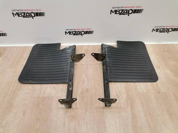 Брызговик задний левый правый Mercedes W463 G 463 a4608891105