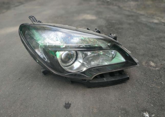 Фара правая Opel Meriva B дорест ксенон