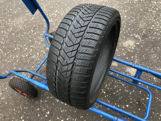 235 40 18 Pirelli Winter Sottozero 3