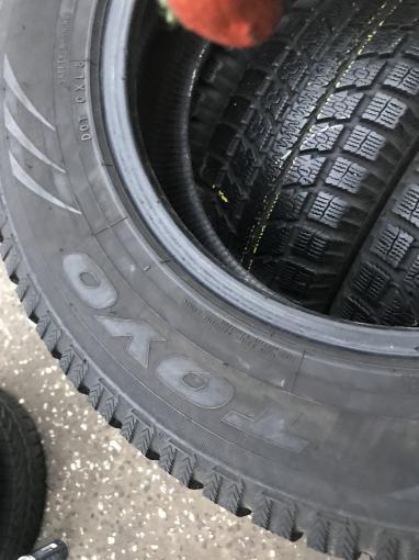 Зимние шины 235 65 R17 Toyo Observe GS-5