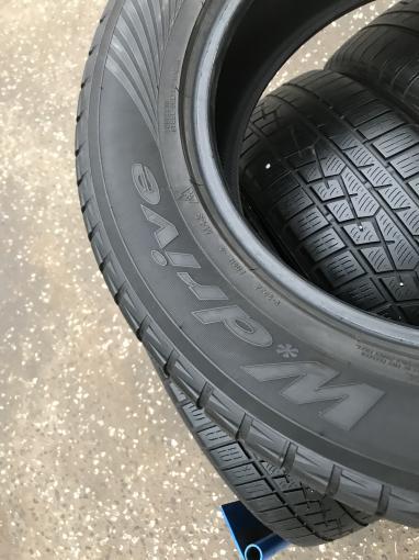 Зимние шины 225 65 R17 Yokohama W?drive комплект