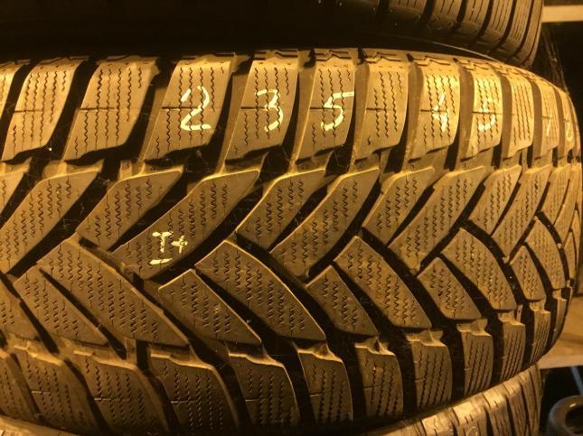 235/45 R18 Dunlop SP Winter Sport M3