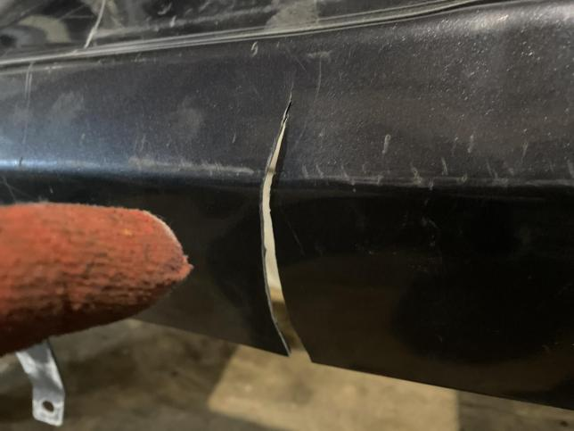 Бампер задний седан дефект