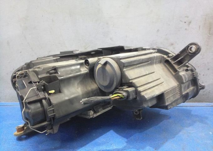 Фара Volkswagen Passat B7 адаптивный ксенон