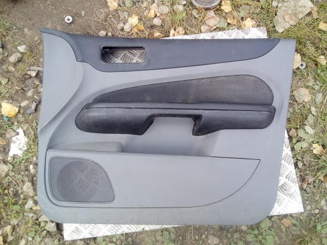 Обшивка передней двери Ford Focus 2